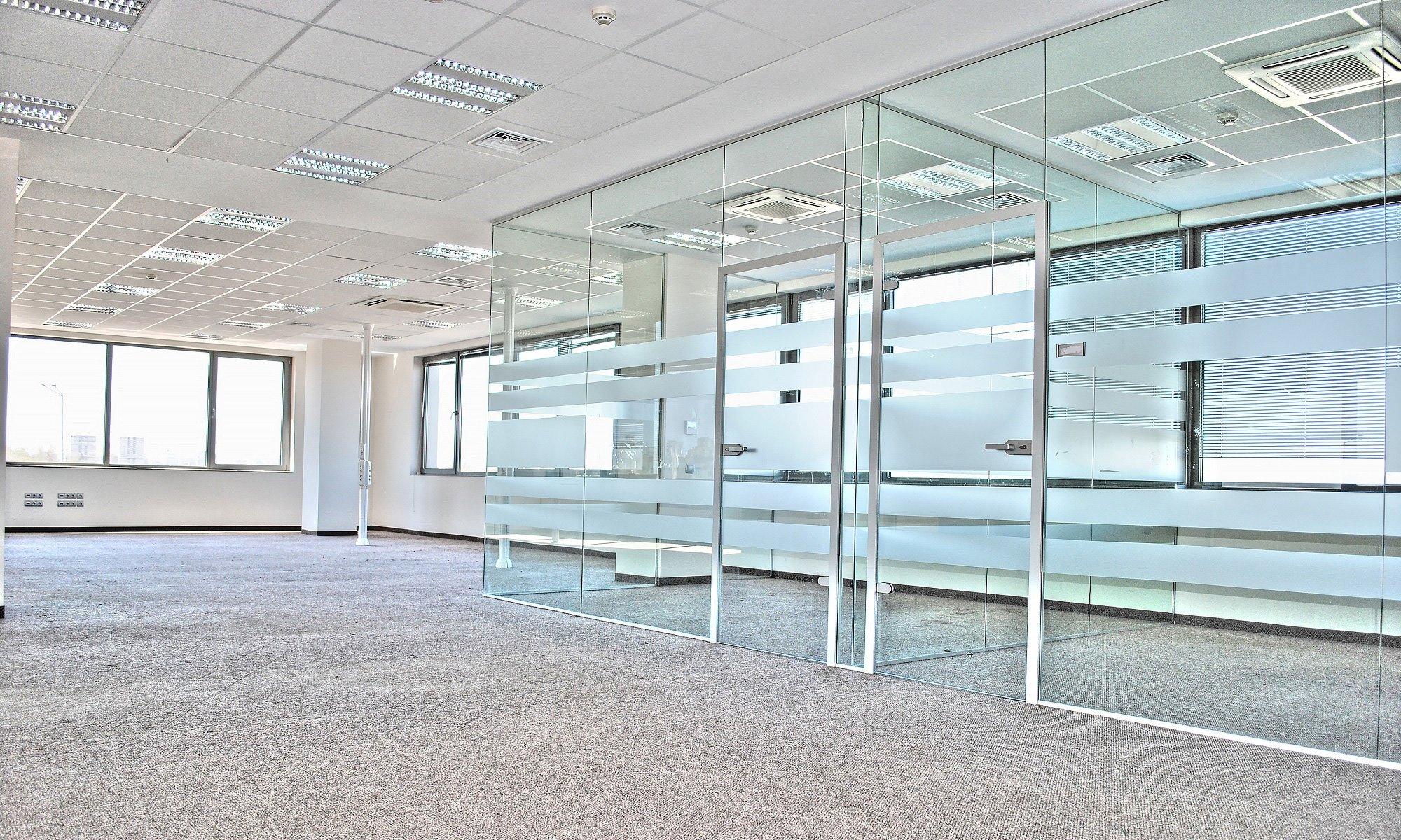 Комфортен офис в нова луксозна сграда до летището